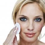 Lava tu cara con aceite de coco y en un mes esto sucederà
