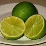 El limón cambiara su vida! Ponga limones cortado en su mesa