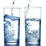 La cantidad necesaria de agua para bajar de peso