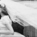 Esta foto revela la razón por la cual las mujeres tienen que llevar un velo el dia de su boda