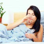 Tomar agua en la mañana con el estómago vacío le hará esto
