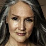 81 años tiene esta mujer pero se ve como de 50 porque usa esta receta natural