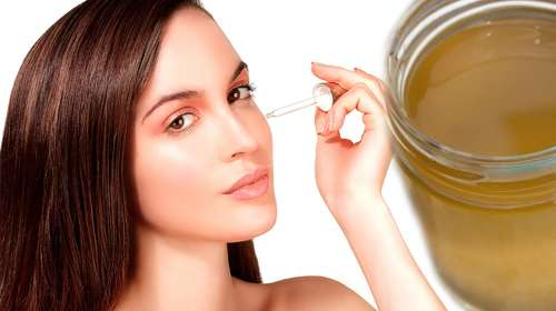Lavate el rostro con aceite de coco y bicarbonato de sodio y en 7 dias te verás varios años más joven